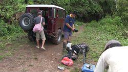 インドネシアNani Wartabone国立公園内の滝への観光