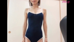 Wear beautiful sister's erotic school swimsuit cosplay and let the peeping of the swimsuit gaps (chest chira)
