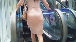 【Sleeveless tight dress pre-butt older sister's panty line close fitting 5 minutes slow picture】 High heel to super tight dress! Beautiful legs on bare feet ★ Preprint OL Butt!